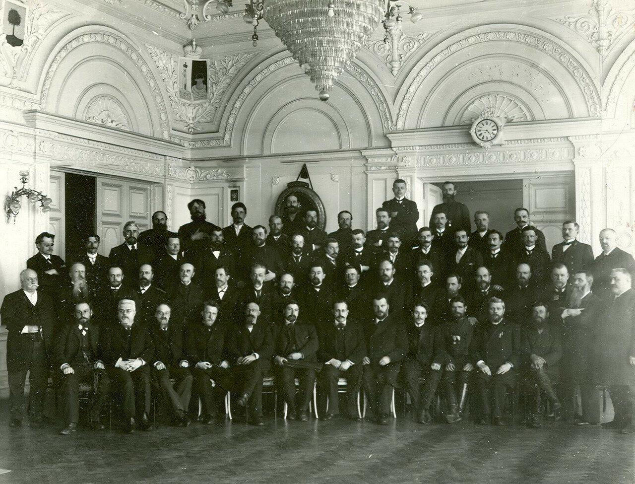 Группа депутатов Второй Государственной думы в помещении Санкт - Петербургской губернской земской управы