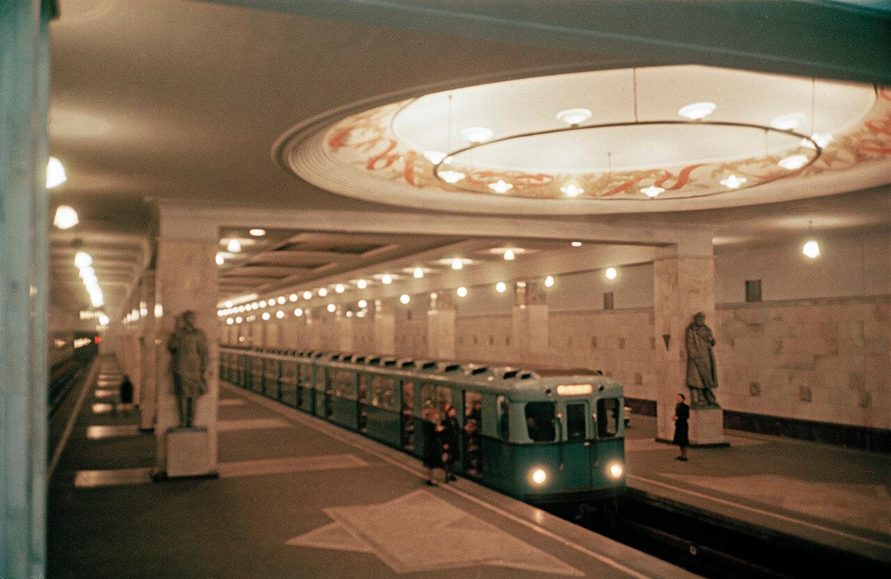 Станция метро «Измайловский парк»
