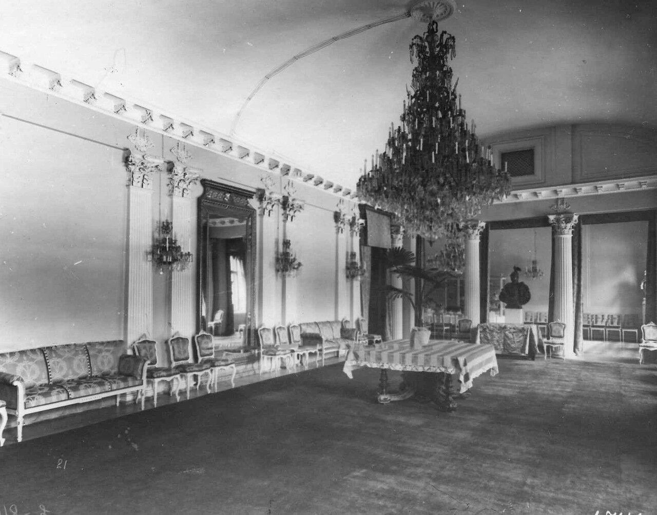 08. Зал в посольстве. 1906