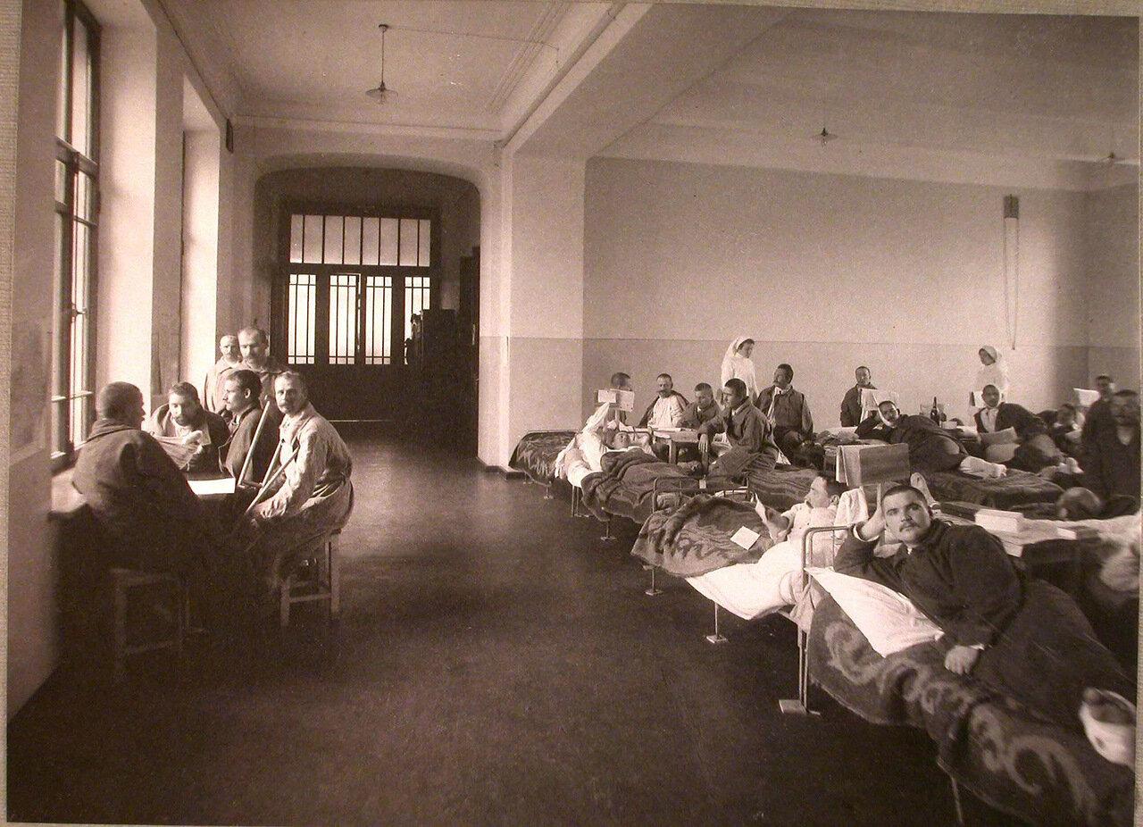 05. Раненые в палате лазарета,устроенного при Педагогических курсах