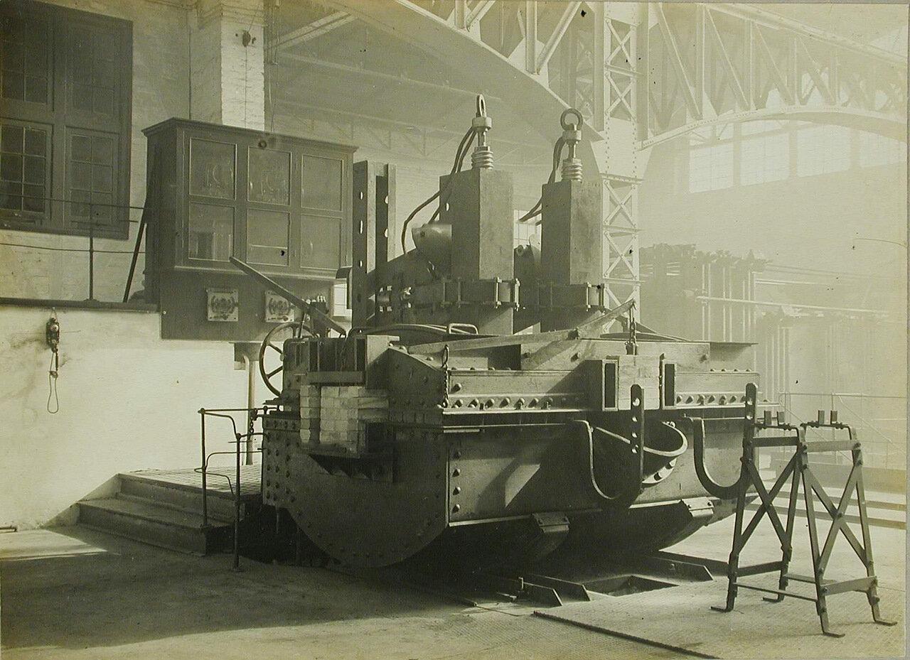 19. Общий вид станины печи, установленной в одном из цехов завода. 12 марта 1910