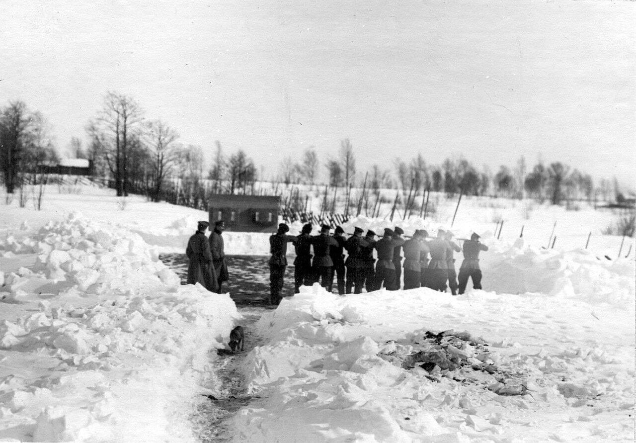 29. Отряд пограничников во время учебной стрельбы. 1908