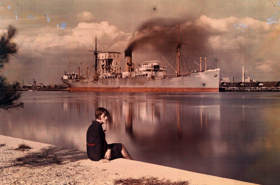 1930. США.  Женщина на берегу гавани в Тампе, Флорида