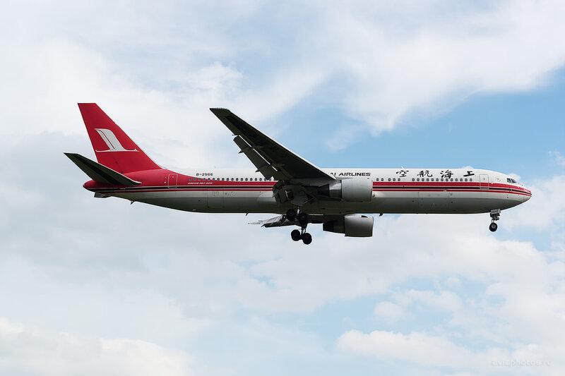 Boeing 767-36D/ER (B-2566) Shanghai Airlines D806114