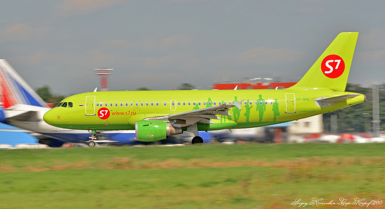 VP-BHL Airbus A319-114 S7 Airlines.JPG