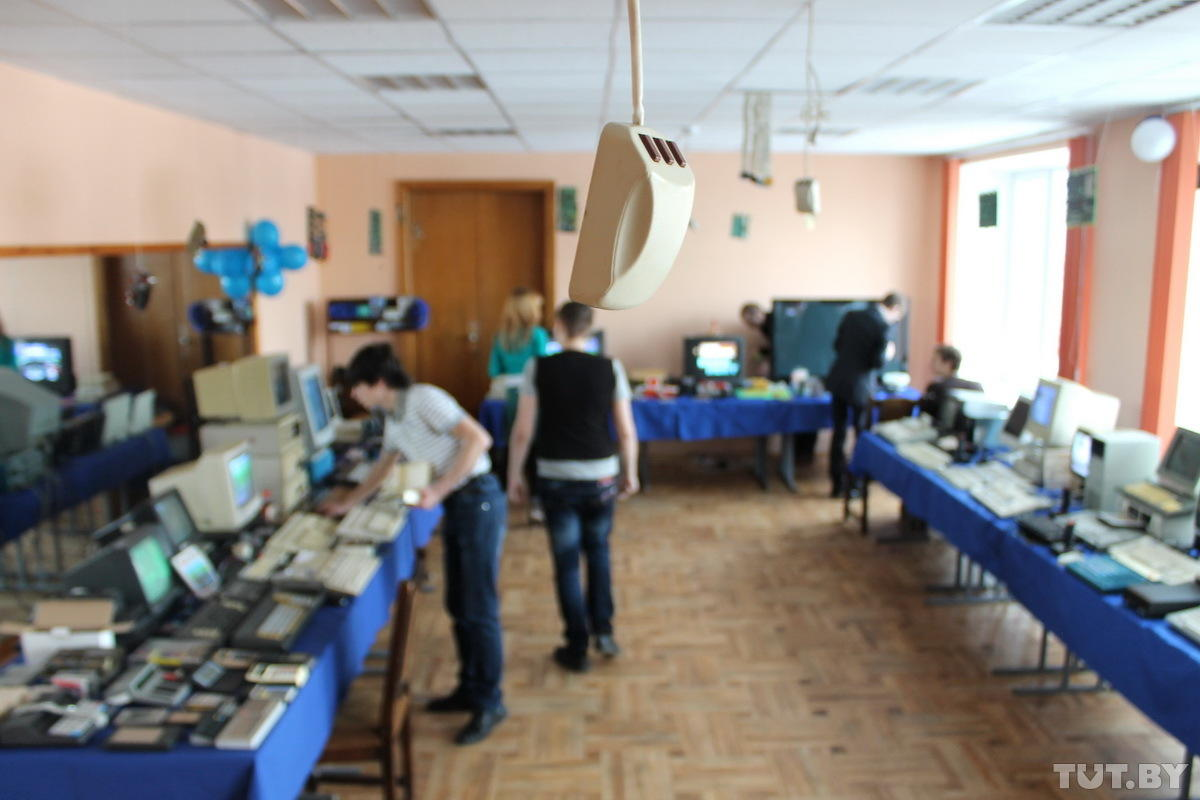 Umilyaemsya-i-plachem-vystavka-staryx-kompyuterov-57-foto