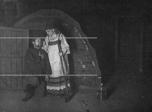 """Сцена из 4-го акта спектакля по пьесе Л.Н. Толстого """"Власть тьмы""""."""