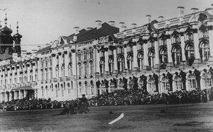 Демонстрация казачьей ловкости во время скачек - джигитовка  на плацу у Екатерининского дворца  в день  празднования 100-летнего юбилея конвоя.