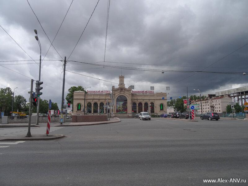 Здание Варшавского вокзала, превращённое в очередной бизнесцентр. Хорошо хоть не снесли.