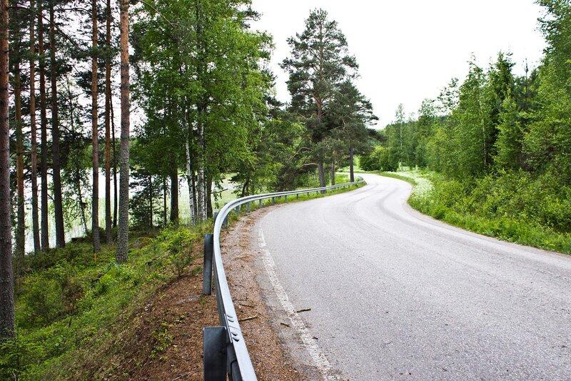 дорога 16754 в Лаукаа (Laukaa) вдоль озера Пеурунка (Peurunka)