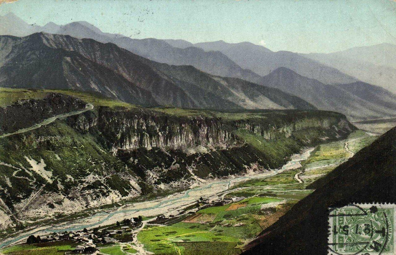 Долина Млетской Арагвы и ст. Млеты с высоты птичьего полета