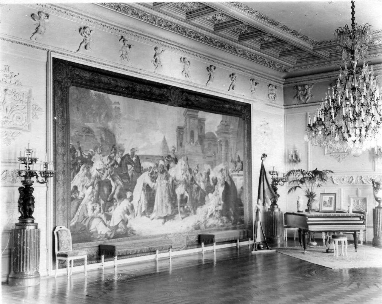31. Часть комнаты во французском посольстве