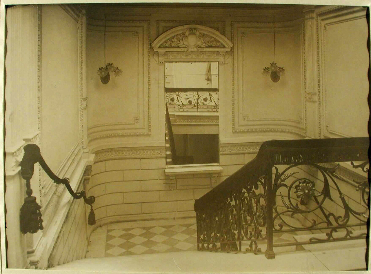 03. Вид части лестницы в здании лазарета