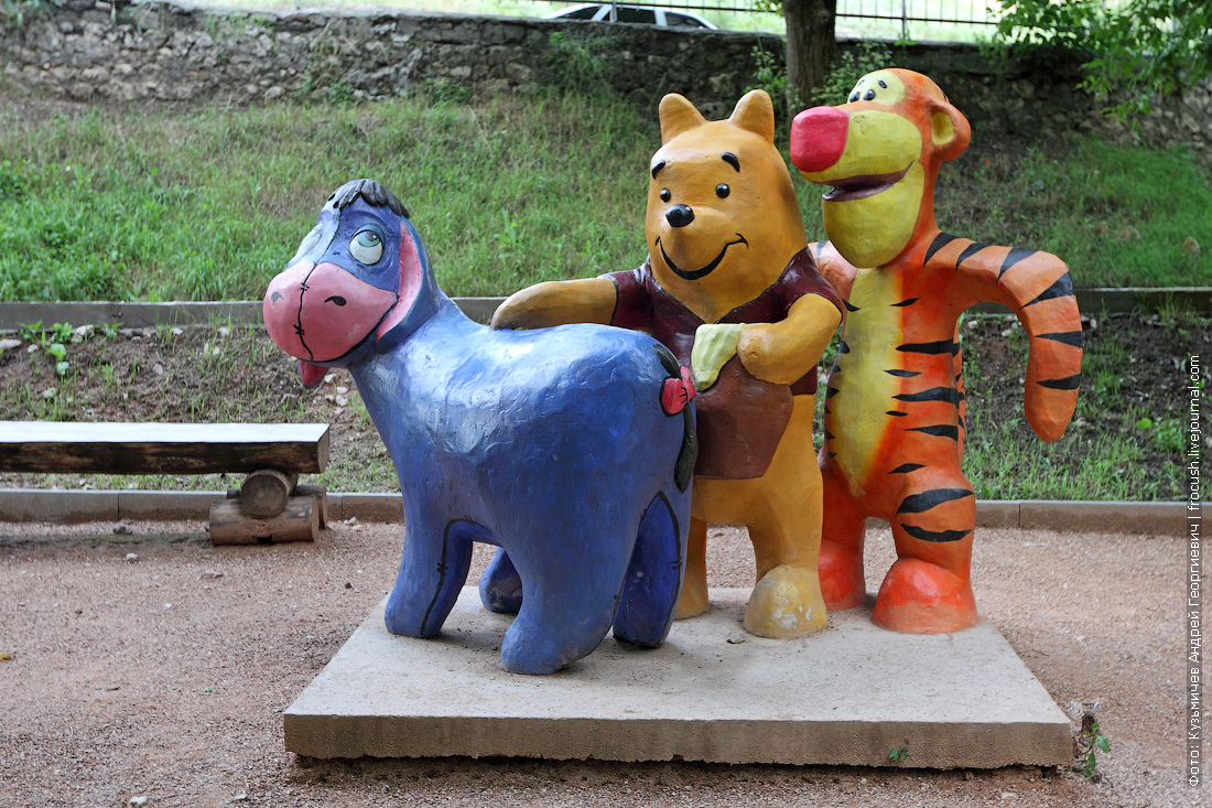 спорная скульптурная группа в Бахчисарайском парке миниатюр