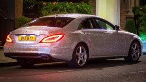 В Лондоне молдаванка инкрустировала авто кристаллами