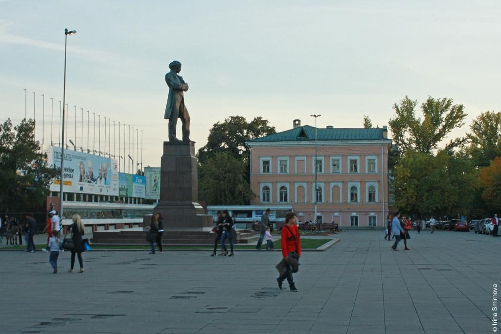 Саратов-памятник-Чернышевскому.jpg