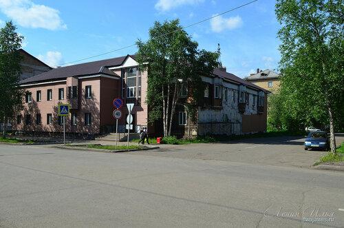Фотография Инты №7747  Юго-восточный угол Кирова 34 (ведутся работы по капитальному ремонту здания) 21.06.2015_13:35