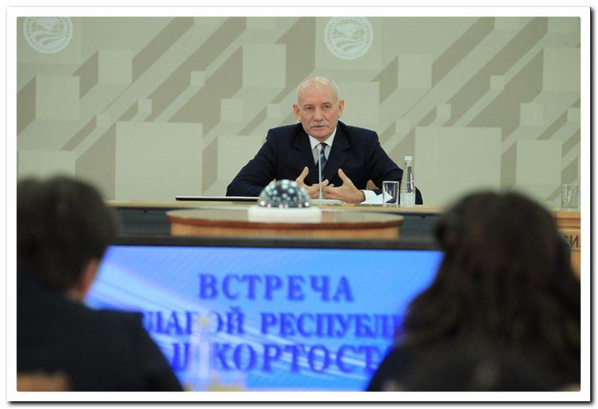 Глава республики Р.З. Хамитов ответил на вопросы участников Медиафорума.