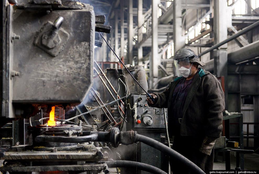 58. Кольчугинский завод также изготавливает знаменитые подстаканники, которые каждый из нас встречал
