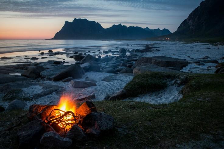 Романтику костра иволшебные эмоции, которое дарит созерцание огня, ненужно объяснять. Ихпонимает