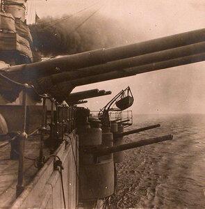 Артиллерийские орудия, установленные на линейном корабле Севастополь.