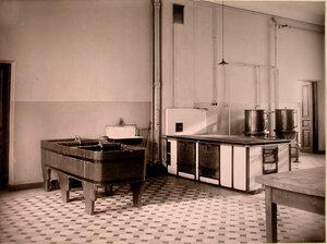 Вид части помещения кухни дома призрения для увечных воинов.
