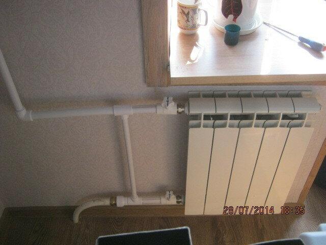 Установил и подключил отремонтированный радиатор отопления