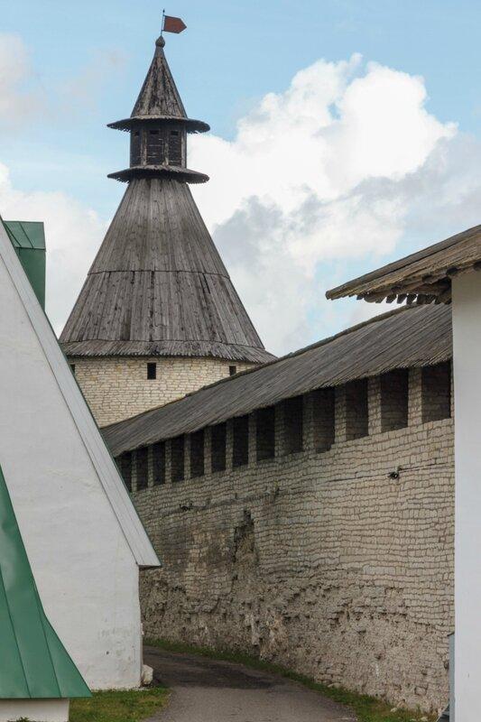 Средняя башня, Псковский Кром
