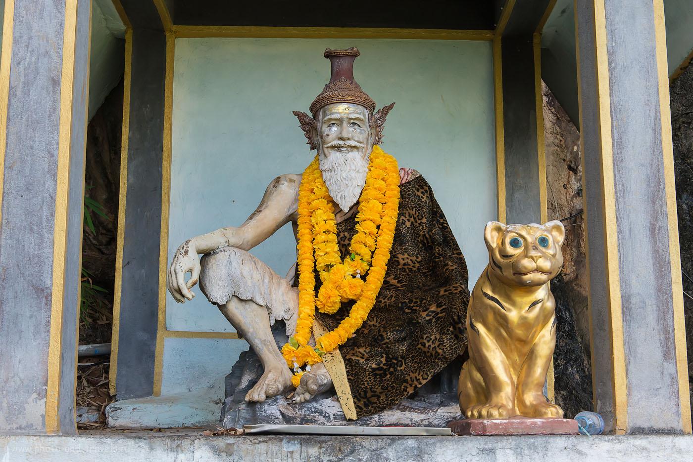 Фотография 13. Как мы самостоятельно отправились на экскурсию в Wat Tham Suea на Краби. Отзыв о туре по Таиланду за рулем машины, взятой в аренду. Монах и тигр (1000, 44, 10, 1/200)