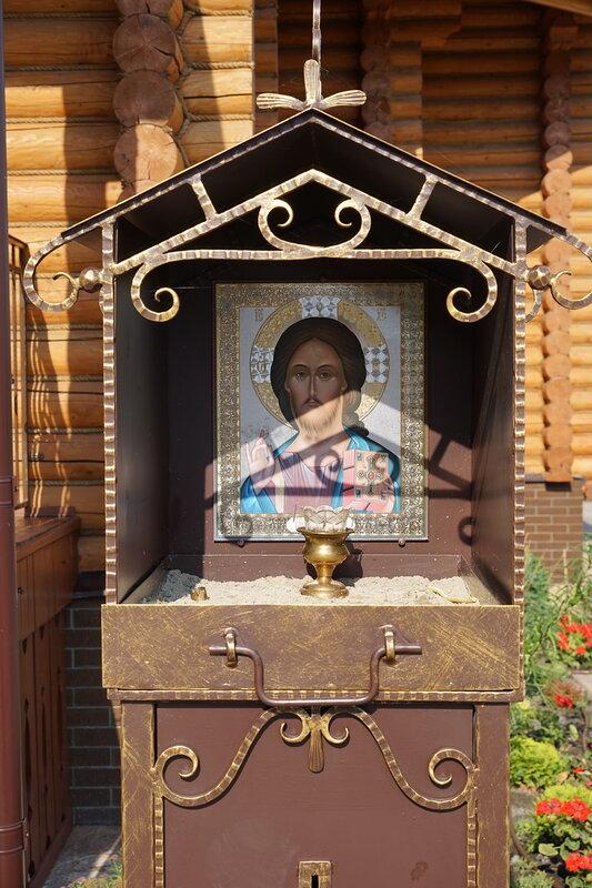 Деревянная церковь и детская площадка на Космонавтов/Капустина, СЖМ