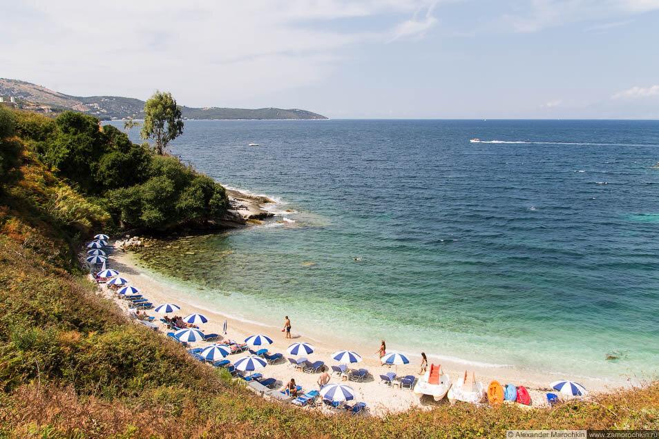 Приличный пляж в Кассиопи