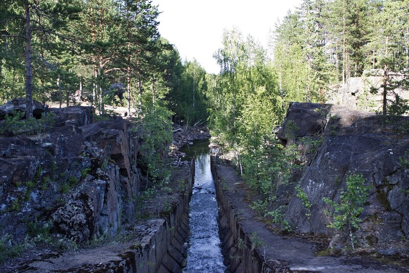 лесосплавный лоток в рядом с Поор-порогом в пос. Гирвас