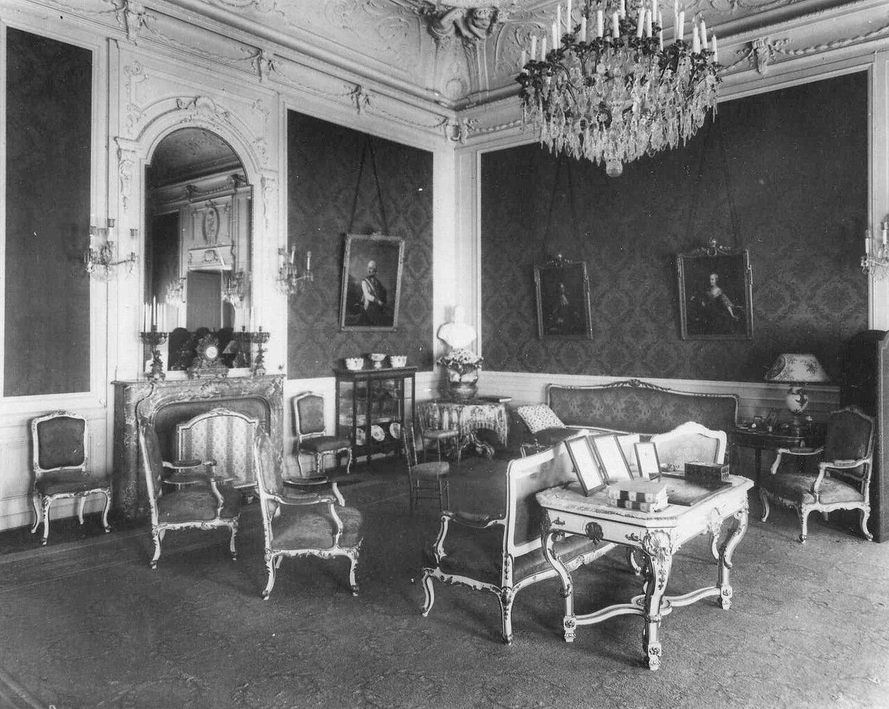 04. Гостиная в посольстве. 1914