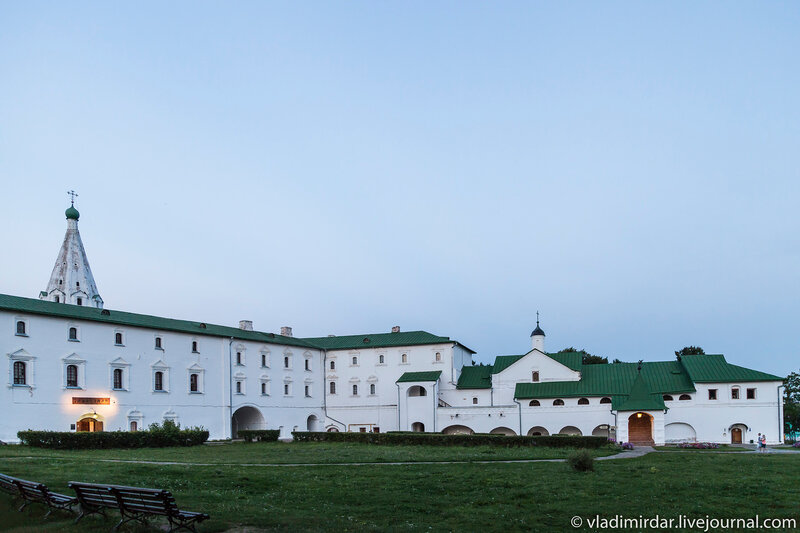 Архирейские палаты в ансамбле суздальского кремля