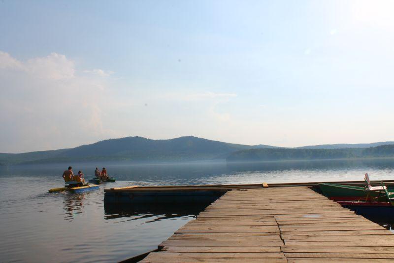Отдыхающие на озере Аракуль (09.06.2015)