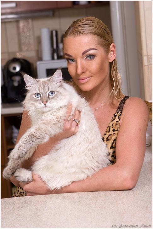 Анастасия Волочкова с кошкой
