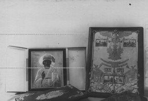 Икона и альбомы - подарки, полученные конвоем в связи со 100-летнем юбилеем.