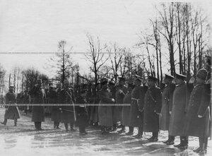 Император Николай II  обходит строй полка в день полкового праздника.