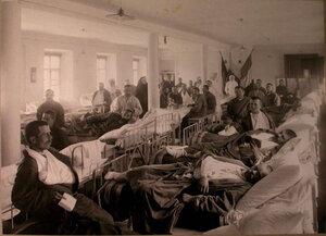 Раненые в палате французского госпиталя св.Екатерины.