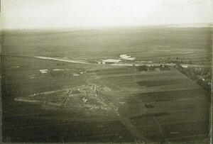 Общий вид временного форта (в период постройки) у железной дороги на Радом на передовых позициях перед крепостью.