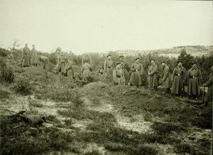 Солдаты роты за сооружением укрытий от снарядов на  позиции у Голомба во время боев за крепость.