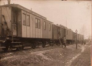 Общий вид железнодорожного состава, в котором разместилась подвижная авиационная мастерская.