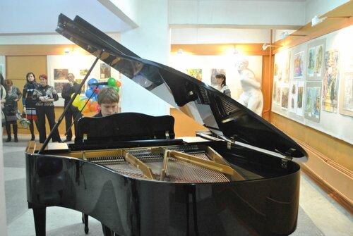 Подарили рояль РДК