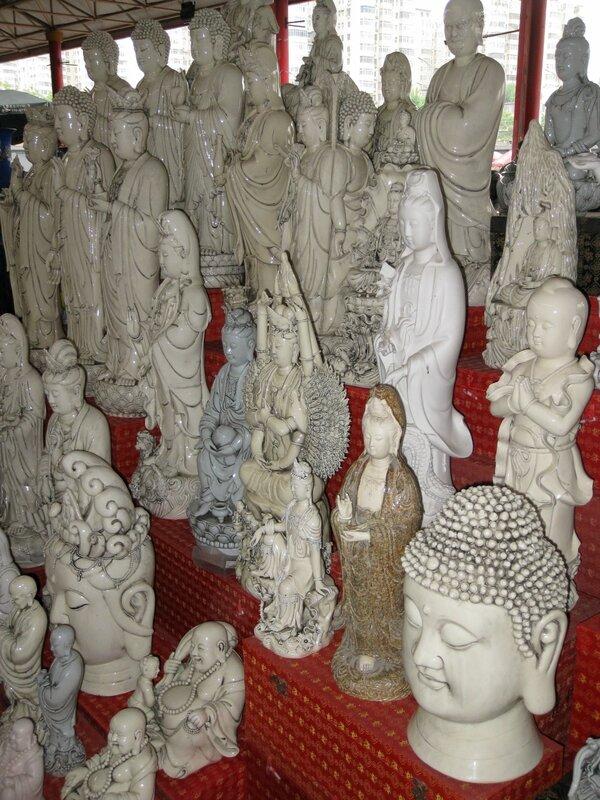 Буддийские статуи, рынок Паньцзяюань, Пекин