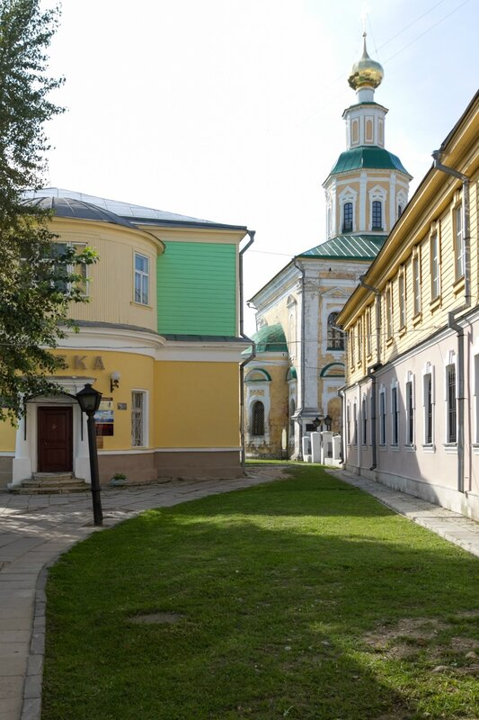 Георгиевская церковь и старая аптека, Владимир