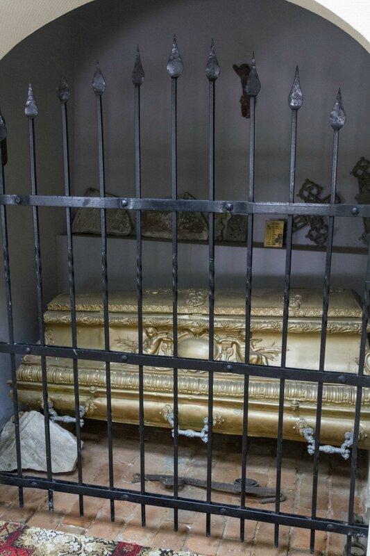 Старинный гроб