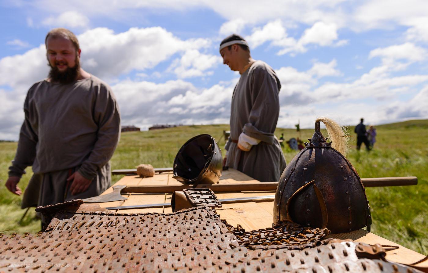 6. Витязи готовятся к бою. Реконструкция событий средневековья. (100, 24, 4.5, 1/1000)