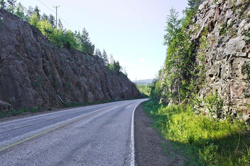 скалы на дороге 610