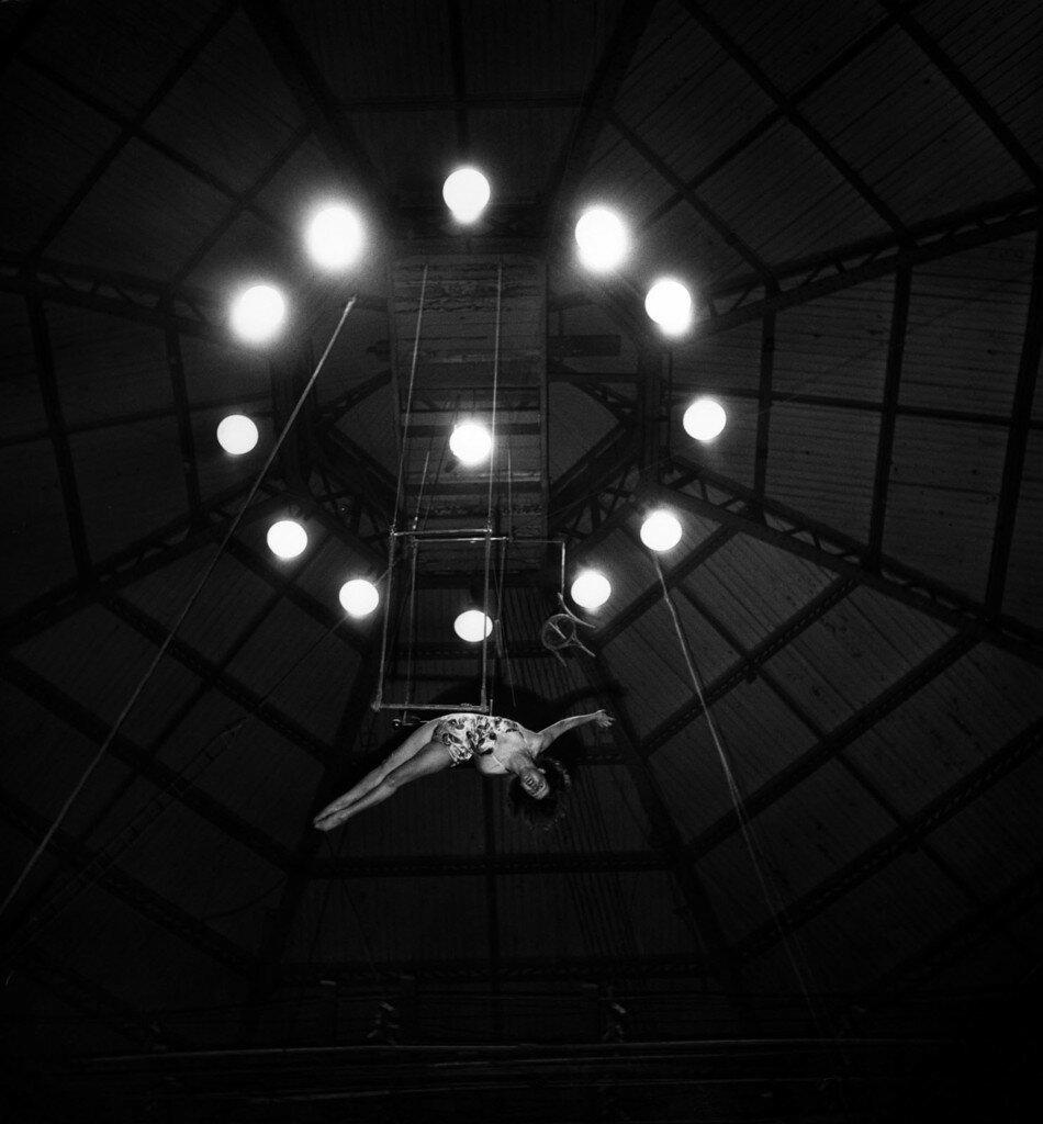 1949. Воздушная трапеция в цирке Пиндер,