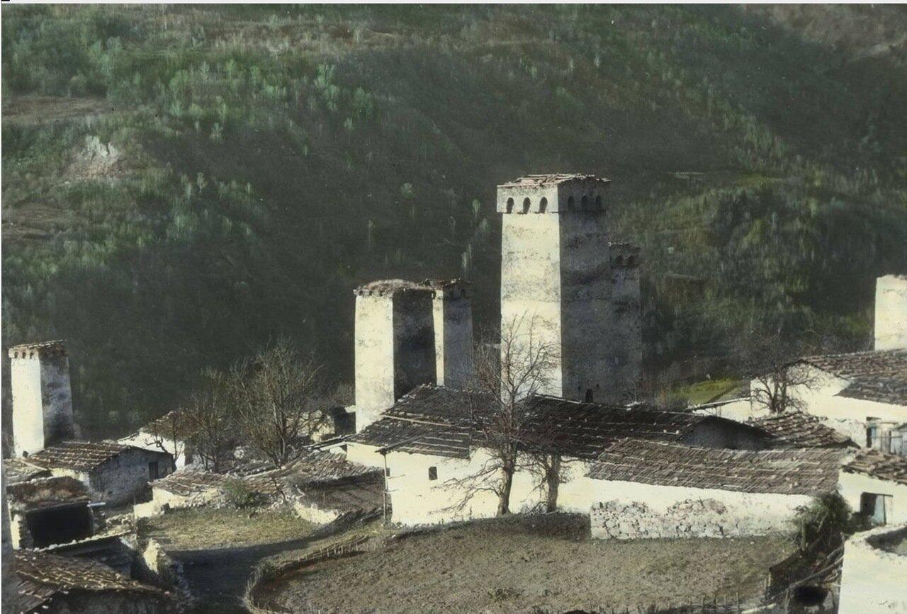Вид традиционных домов и средневековых башен